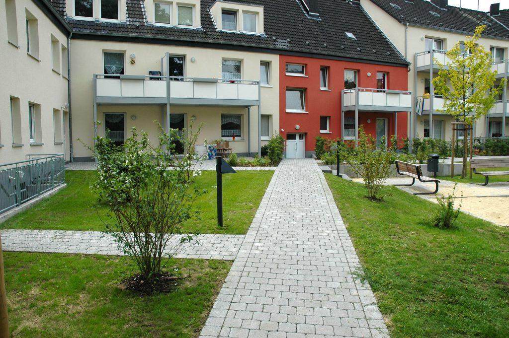 Tewes-Kampelmann Galabau Herne Neuanlage in Herne mit Bepflanzung Pflasterarbeiten Sichtschutz - HGW Möhrickestraße (6)