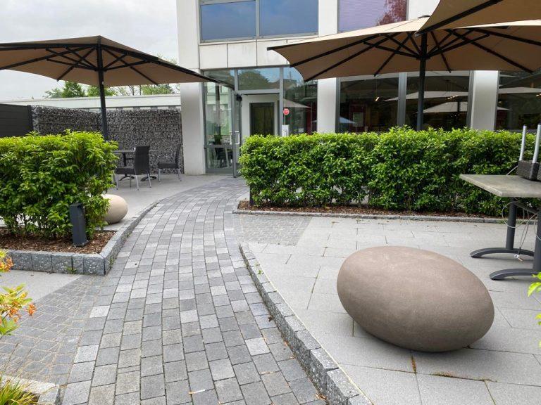 Tewes-Kampelmann Garten- und Landschaftsbau aus Herne Neuanlage Galabau mit Bepflanzung Pflasterung Terrasse Cafeteria EVK Herne (7)