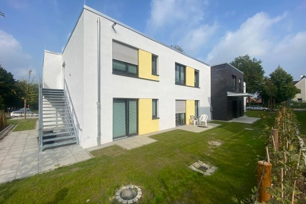 Tewes-Kampelmann GaLa Bau aus Herne_Neuanlage Kindergarten MontCenis Strasse in Herne _Sichtschutz Bepflanzung Zaunbau Weg (1)