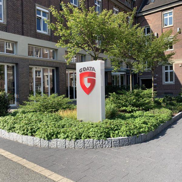 Tewes-Kampelmann Galabau Herne Neuanlage G-Data Campus in Bochum mit Bepflanzung Pflasterarbeiten Sichtschutz Grünalage (34)
