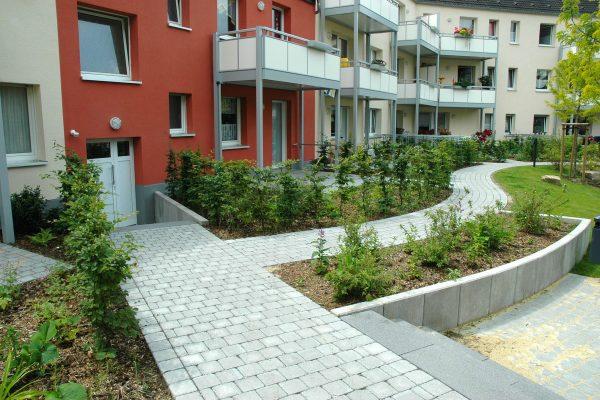 Tewes-Kampelmann Galabau Herne Neuanlage in Herne mit Bepflanzung Pflasterarbeiten Sichtschutz - HGW Möhrickestraße (9)