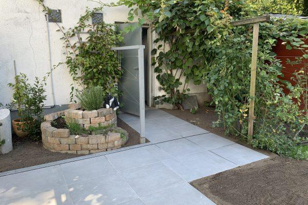Tewes-Kampelmann Galabau Herne Neuanlage in Herne mit Bepflanzung Pflasterarbeiten Sichtschutz - Keramikterrasse in Herne Eickel (2)