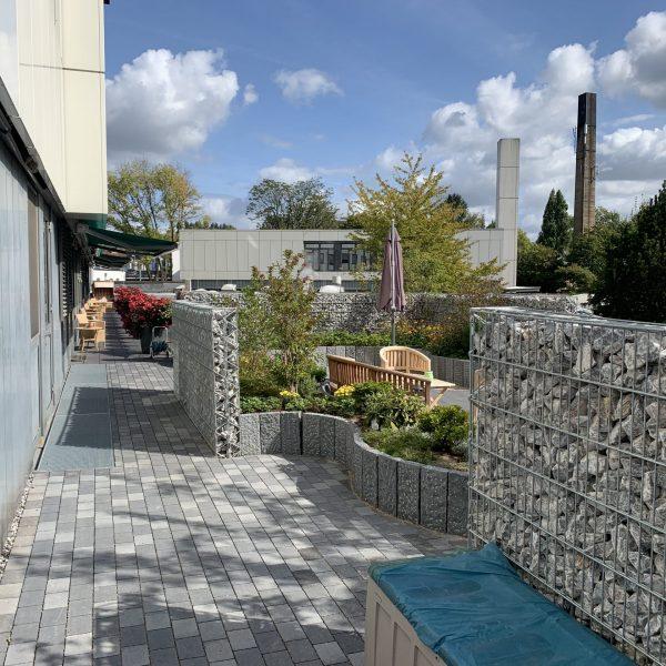 Tewes-Kampelmann Galabau Herne Neuanlage in Herne mit Bepflanzung Pflasterarbeiten Sichtschutz - Terrasse EVK in Herne (4)