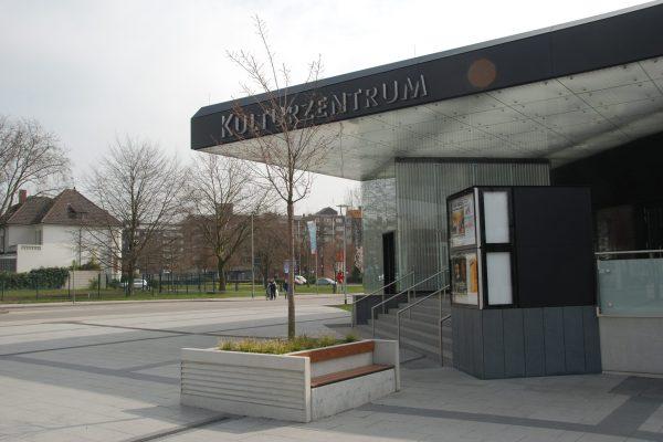 Tewes-Kampelmann Galabau Herne Neuanlage in Herne mit Bepflanzung Pflasterarbeiten Sichtschutz - Vorplatz des Kulturzentrums in Herne (1)