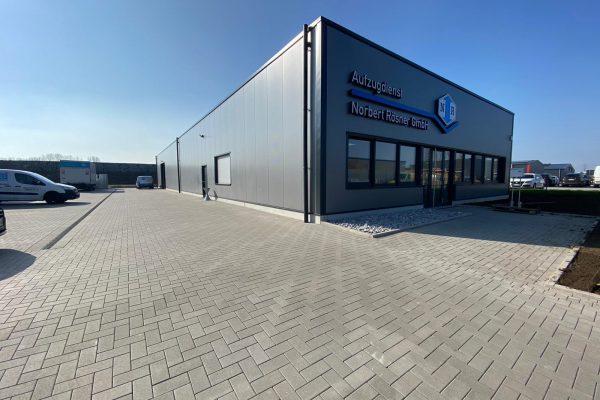 Tewes-Kampelmann Garten- und Landschaftsbau GmbH aus Herne - Parkplatzbau mit Pflasterarbeiten fuer Roesner Aufzugsdienst in Castrop-Rauxel (5)